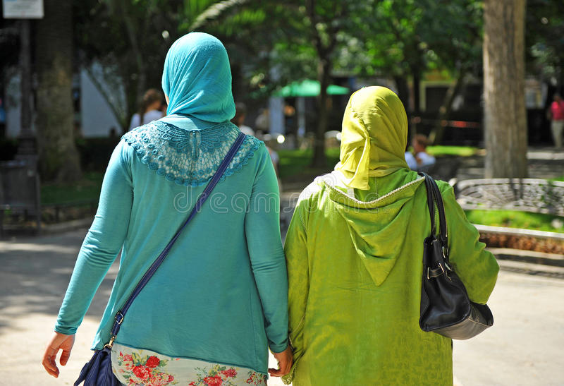 Mujeres musulmanes veladas imagen de archivo