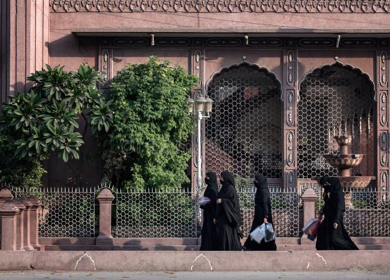 Mujeres negras Peshawar Paquistán del vestido imágenes de archivo libres de regalías