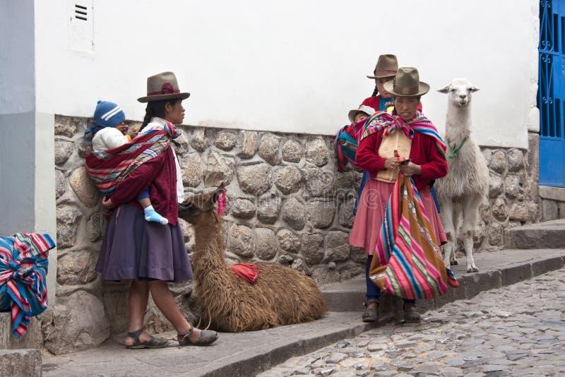 Mujeres peruanas en Cuzco - Perú imagen de archivo libre de regalías