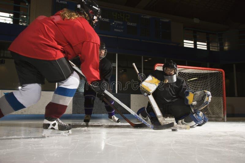 Mujeres que juegan a hockey. imágenes de archivo libres de regalías
