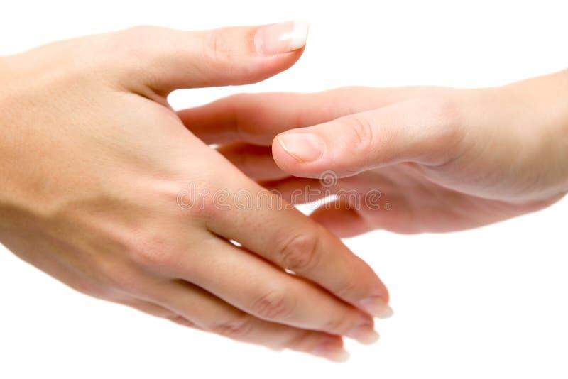 Mujeres que sacuden las manos imagen de archivo