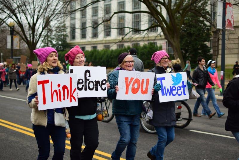 Mujeres ` s marzo de 2017: Manifestantes femeninos foto de archivo
