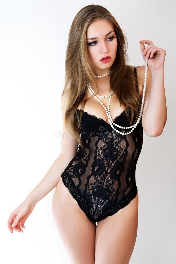 Mujeres sensuales en ropa interior negra imagen de for Ropa interior de senora