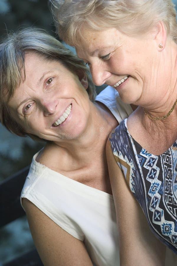 Mujeres sonrientes imagen de archivo
