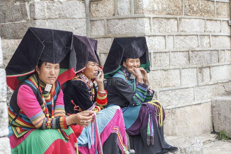 Mujeres tribales de Yi, Lijiang China fotografía de archivo