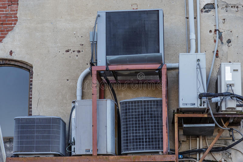 Mujltiple HVAC单位 免版税图库摄影