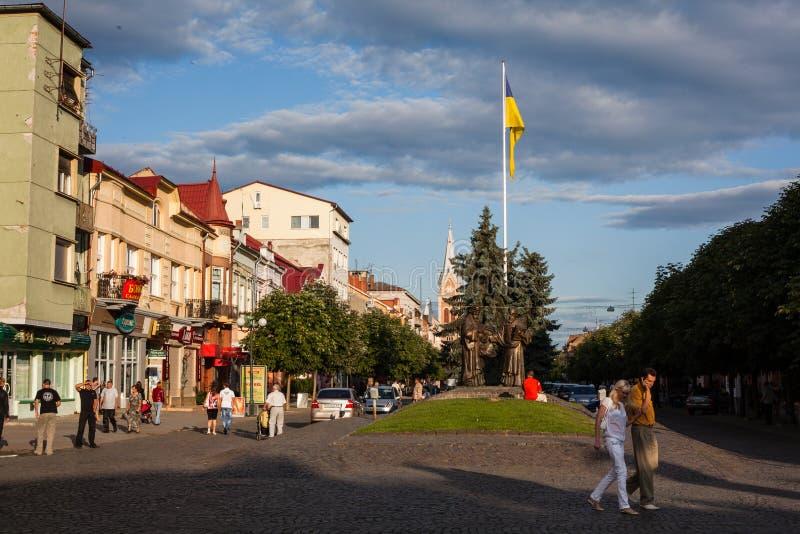 Mukacheve - Ucrania, el 26 de julio de 2009: Centro de la ciudad Mukacheve fotos de archivo libres de regalías