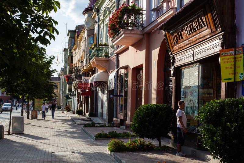 Mukacheve - Ucrania, el 26 de julio de 2009: Centro de la ciudad Mukacheve fotografía de archivo