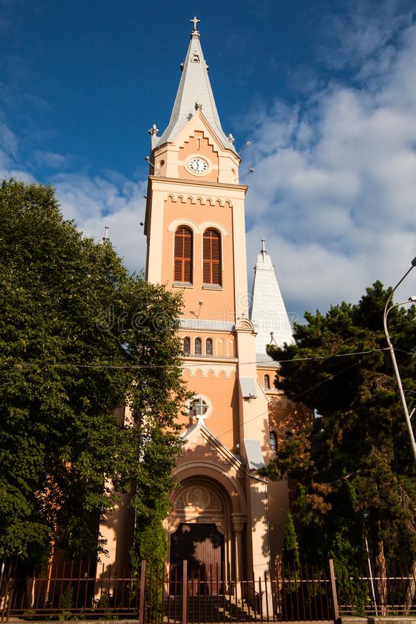 Mukacheve - Ukraine, am 26. Juli 2009: Kirche in der Mitte der Stadt Mukacheve stockbilder