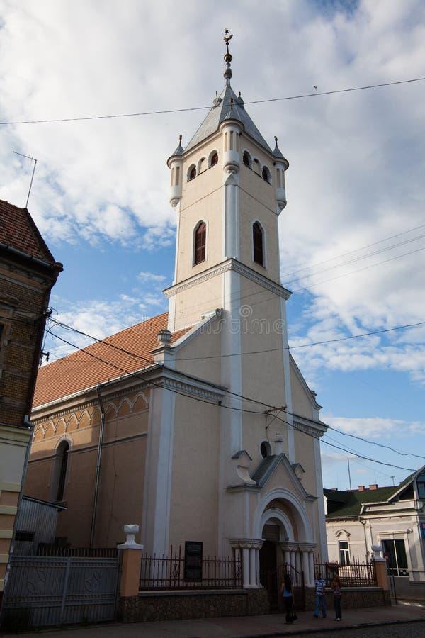 Mukacheve - Ukraine, am 26. Juli 2009: Kirche in der Mitte der Stadt Mukacheve stockbild