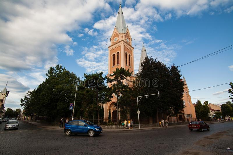 Mukacheve - Ukraine, 26. JULI 2009: Kirche im Zentrum der Stadt Mukacheve stockbild