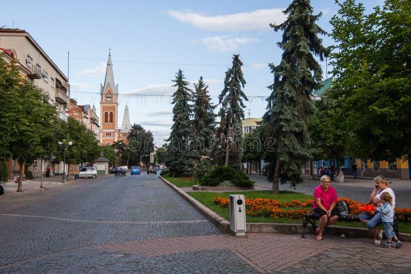 Mukacheve - Ukraine, am 26. Juli 2009: Mitte der Stadt Mukacheve stockfoto