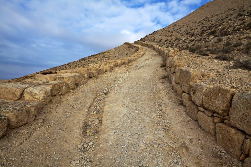 Mukawir - camino encima de la montaña al castillo de rey Herod - Jordania imagen de archivo