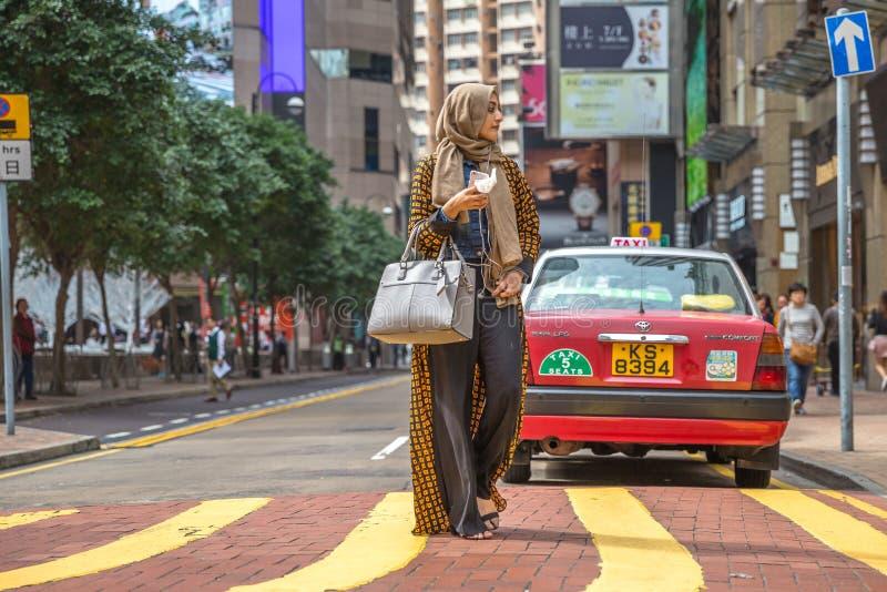 Mulher árabe da roupa foto de stock