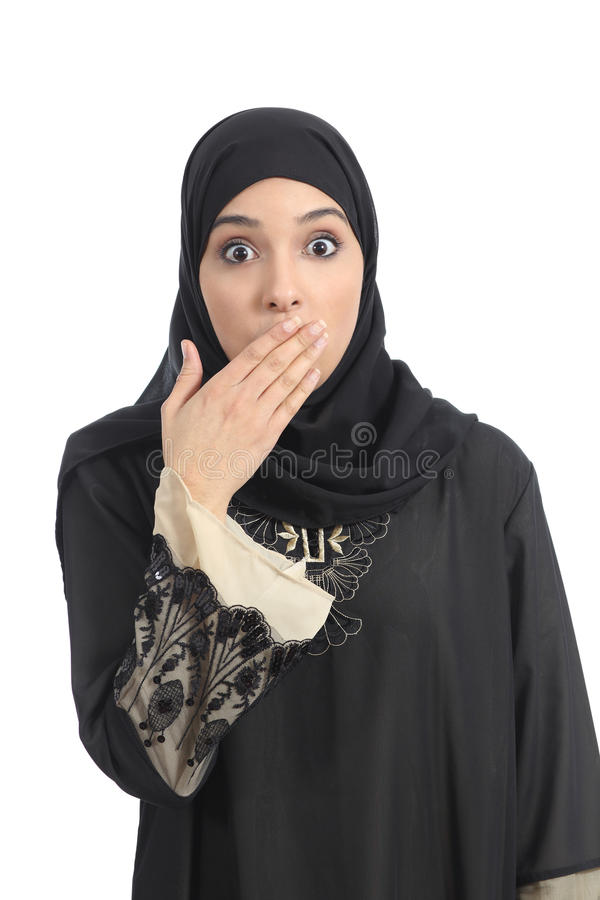 Mulher árabe que cobre sua boca com sua mão fotos de stock