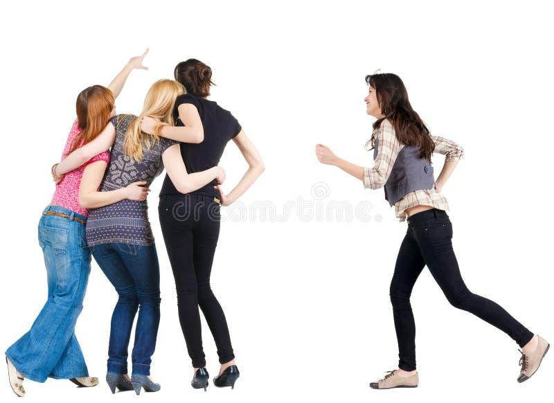 A mulher acelera juntar-se a amigos imagens de stock