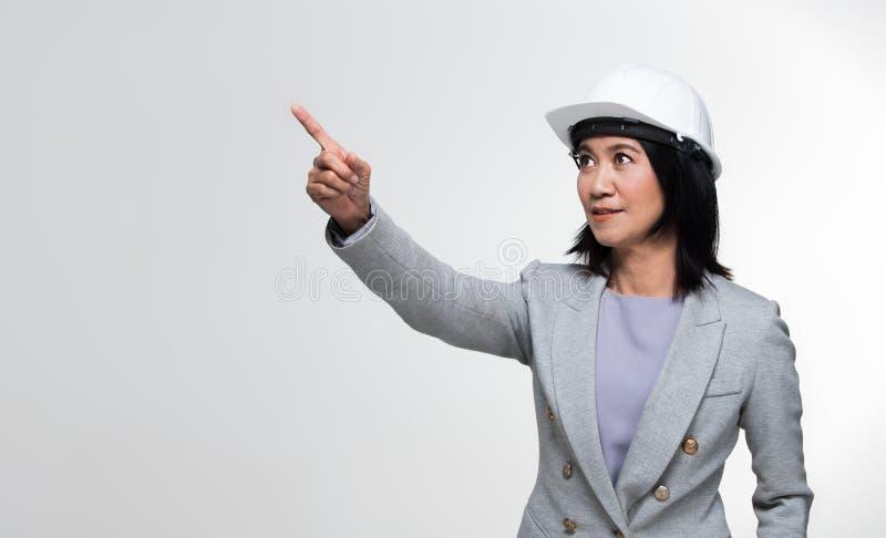 Mulher adulta asiática dos anos de Engineer 50s 60s do arquiteto foto de stock