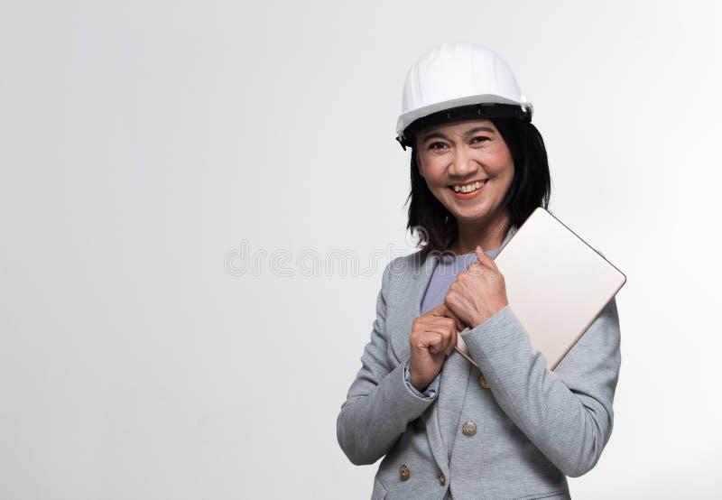 Mulher adulta asiática dos anos de Engineer 50s 60s do arquiteto fotos de stock