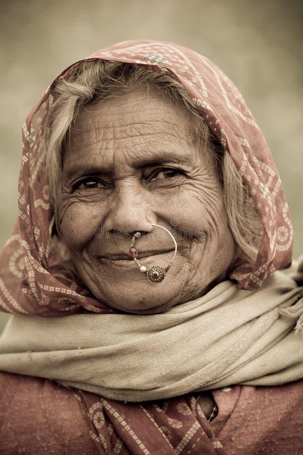 Mulher adulta com nosering fotografia de stock