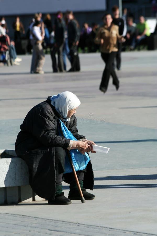 A mulher adulta deficiente. fotografia de stock