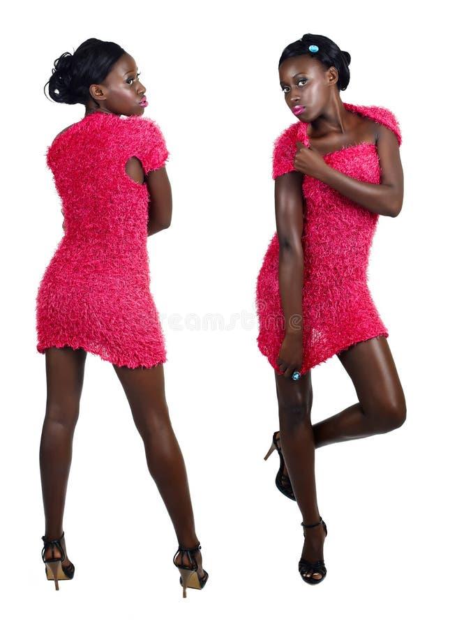 Mulher africana no mini vestido cor-de-rosa imagens de stock