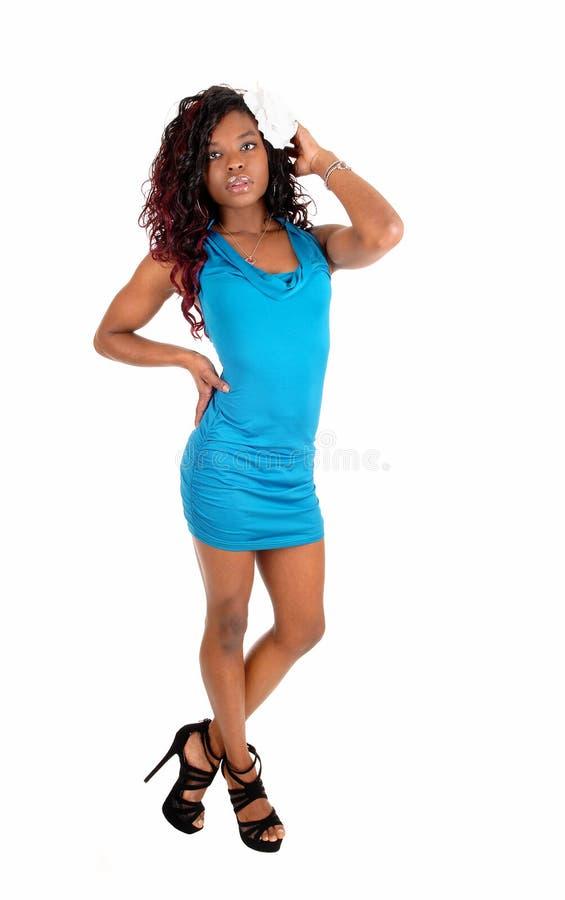 Mulher africana no vestido azul fotografia de stock royalty free