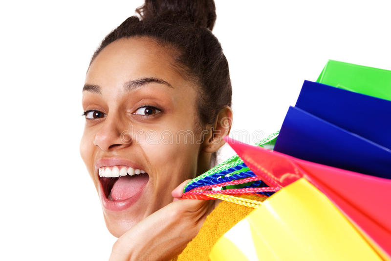 Mulher africana nova de riso com sacos de compras imagens de stock