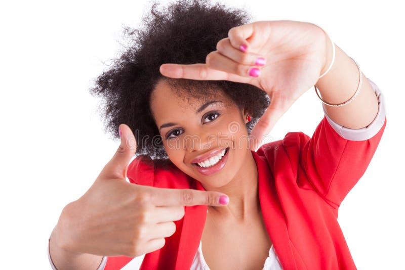 Mulher africana que faz o frame com suas mãos imagem de stock royalty free