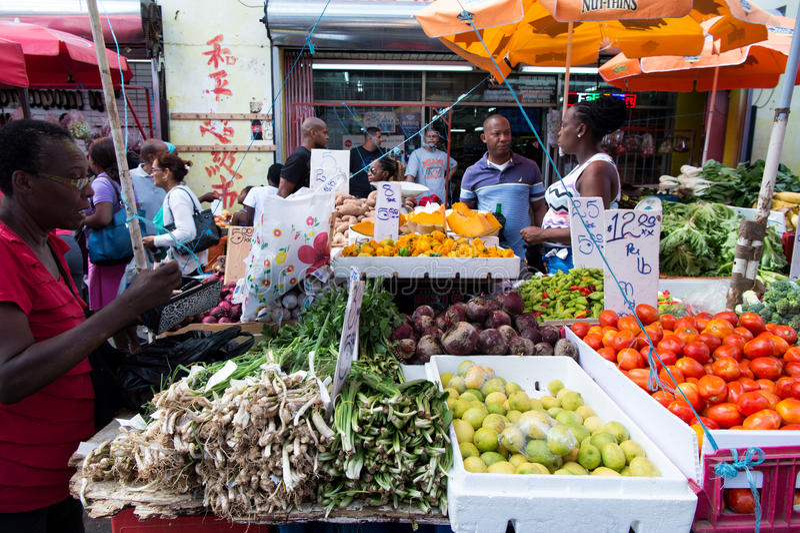 Download A Mulher Africana Vende Vegetais Foto Editorial - Imagem de mulher, spain: 80101346