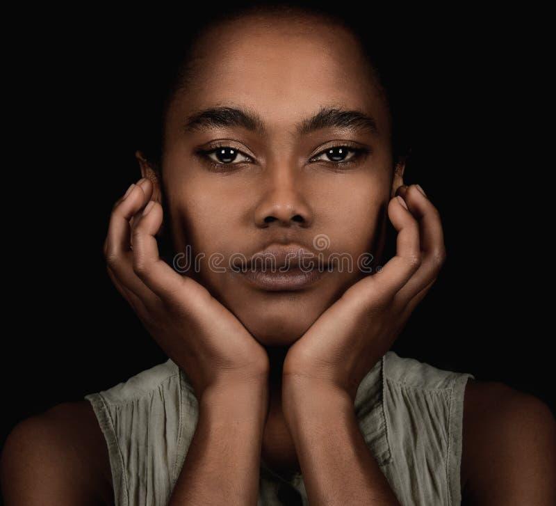 Mulher afro-americana bonita foto de stock