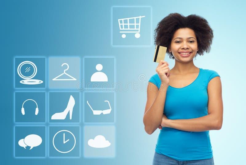 Mulher afro-americana com cartão e ícones de crédito imagens de stock