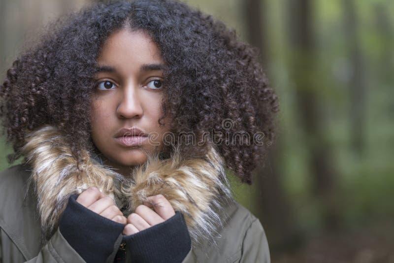 Mulher afro-americano assustado triste do adolescente da raça misturada fotos de stock royalty free