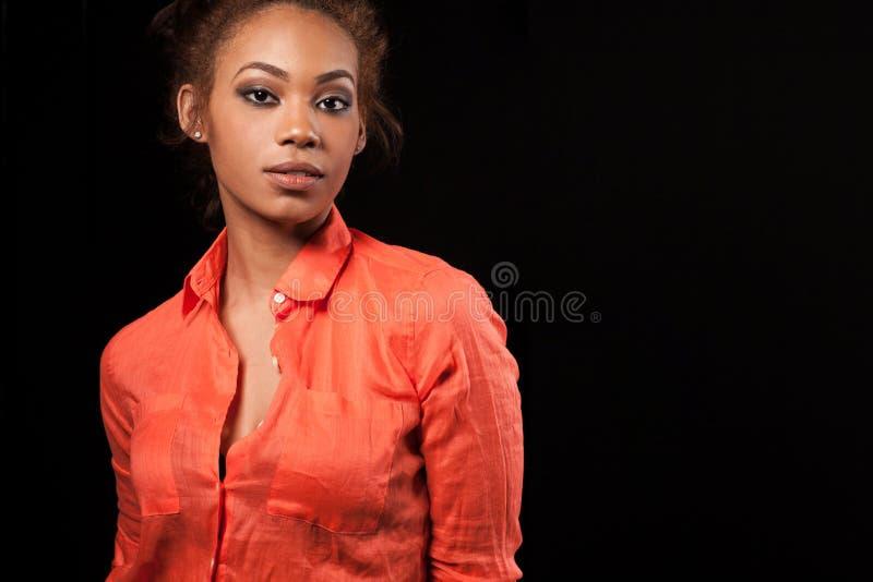 Mulher afro-americano bonita feliz imagem de stock royalty free