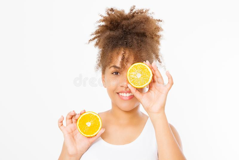 Mulher afro-americano isolada no fundo branco Menina do Afro e conceito da dieta Copie o espaço Zombaria acima Os cuidados com a  fotografia de stock royalty free