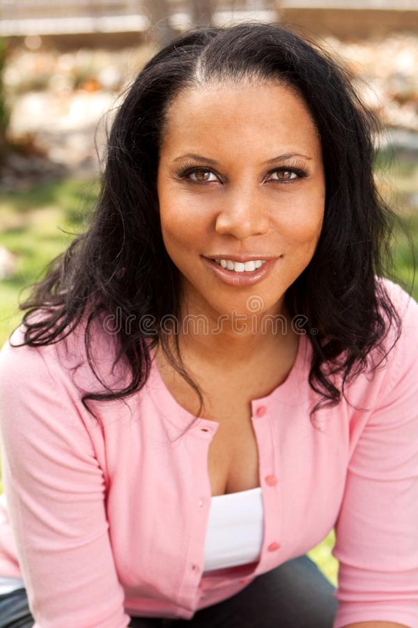 Mulher afro-americano madura bonita imagens de stock