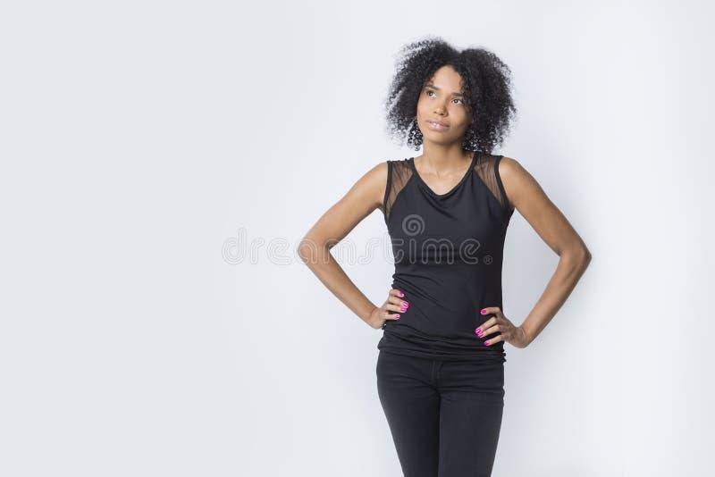 Mulher afro-americano que contempla fotos de stock royalty free