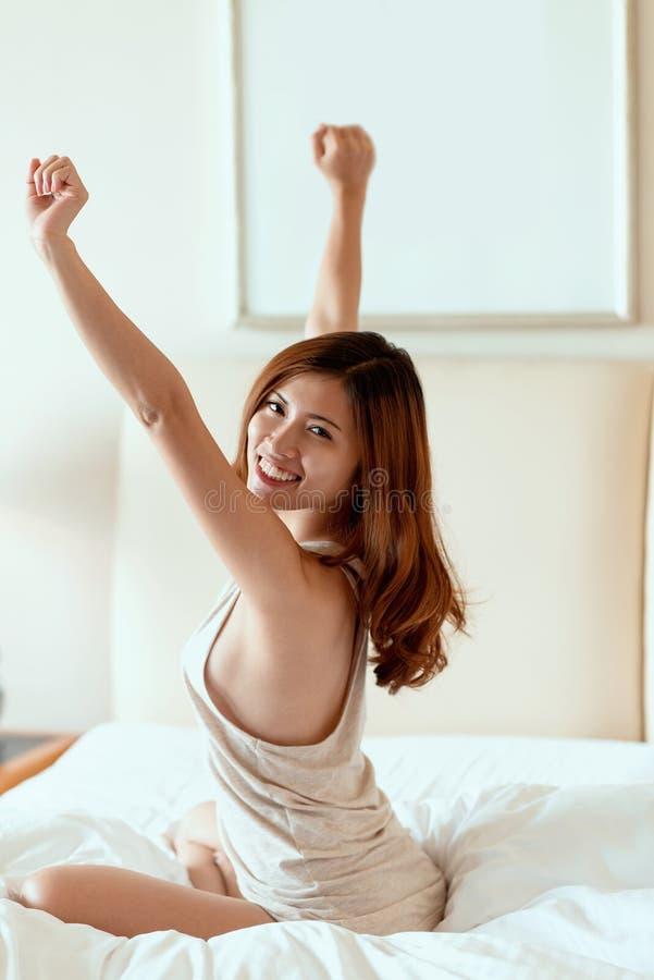 Mulher alegre imagens de stock royalty free