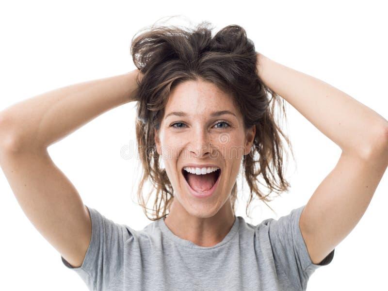 Mulher alegre com cabelo desarrumado fotos de stock