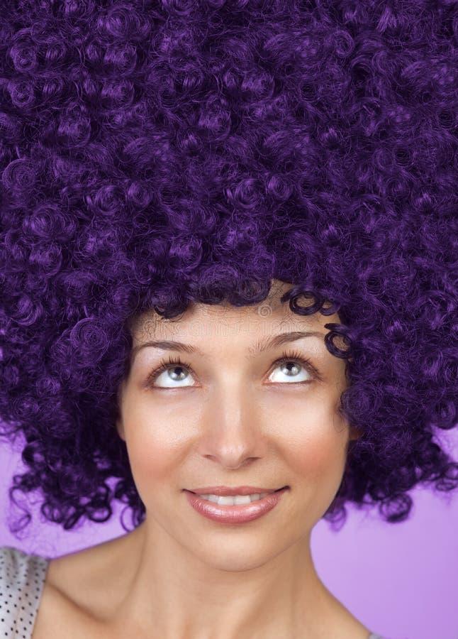 Mulher alegre com coiffure engraçado do cabelo imagem de stock royalty free