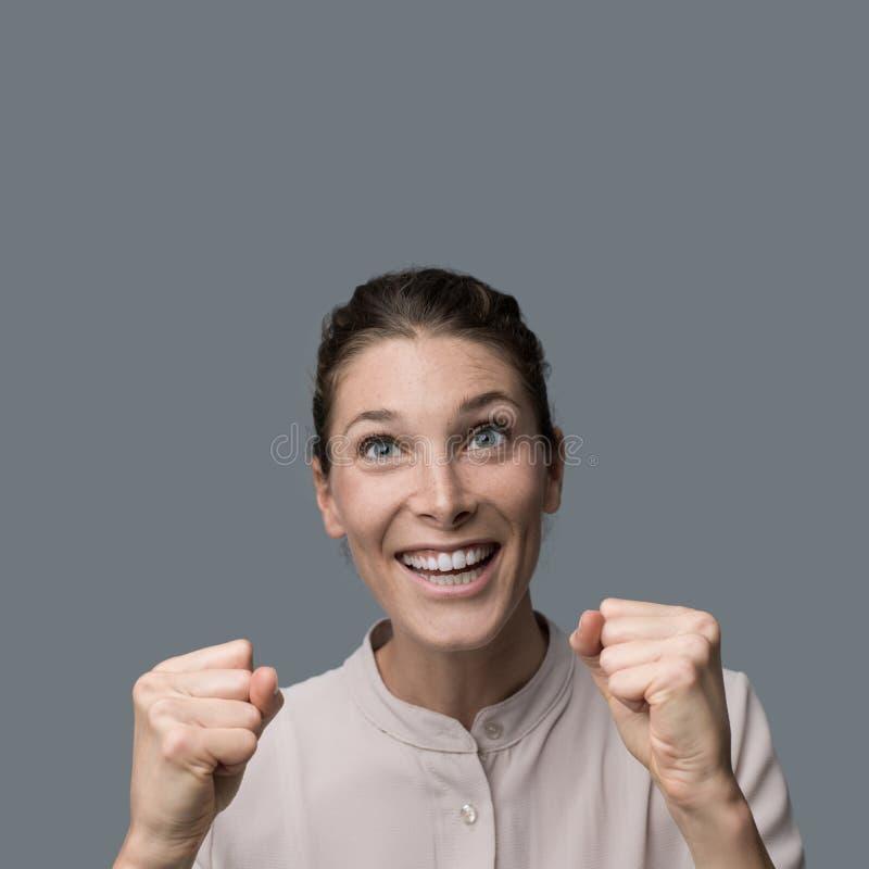 Mulher alegre do vencedor fotos de stock