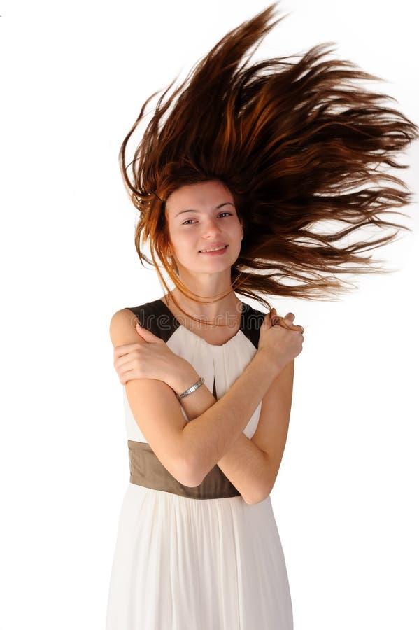 Mulher alegre e feliz no vestido branco Cabelo do vôo fotos de stock