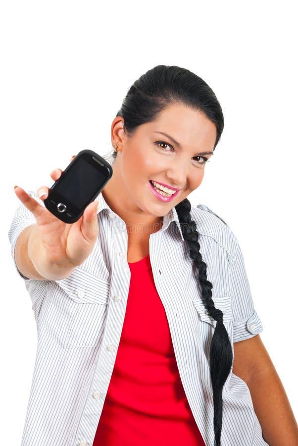 Mulher alegre que dá um telefone de pilha imagens de stock