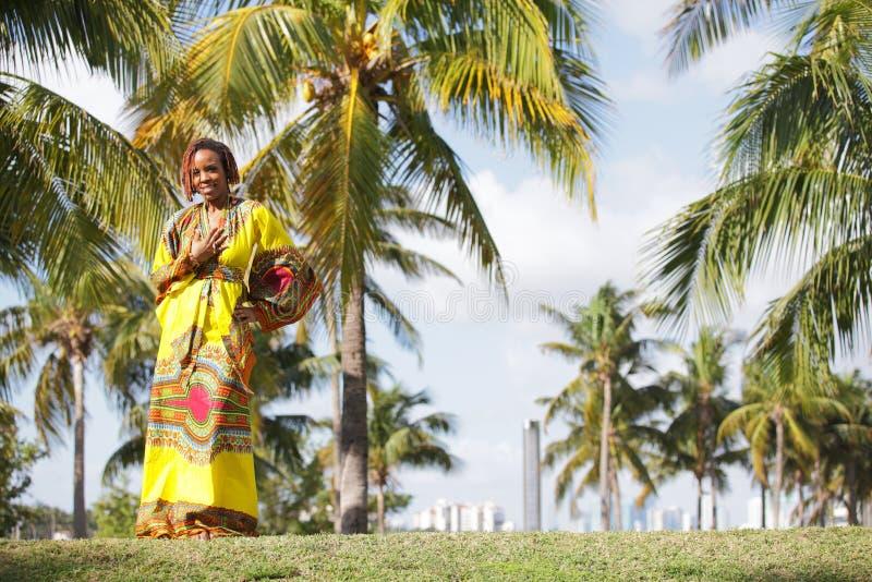 Mulher americana africana bonita em Miami imagem de stock