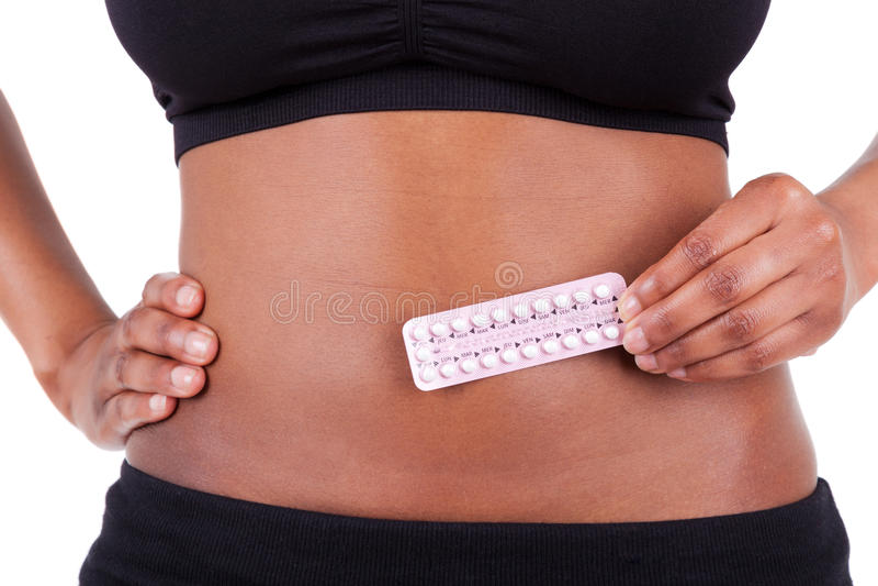 Mulher americana do africano negro que guardara as soluções contraceptivas - A imagem de stock royalty free