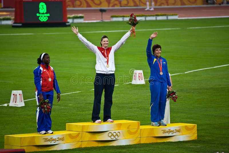 A mulher americana ganha a medalha de ouro imagens de stock
