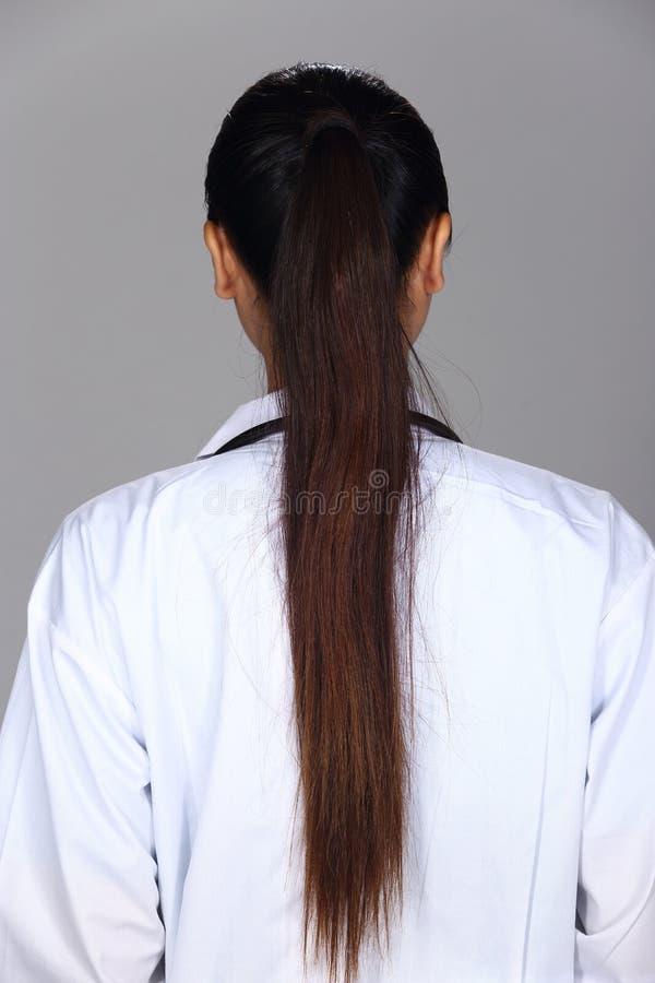 A mulher asiática após compõe o penteado nenhum retocar, cara fresca imagem de stock