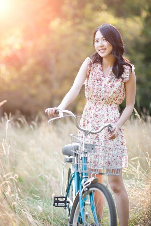 Mulher asiática bonita fotografia de stock