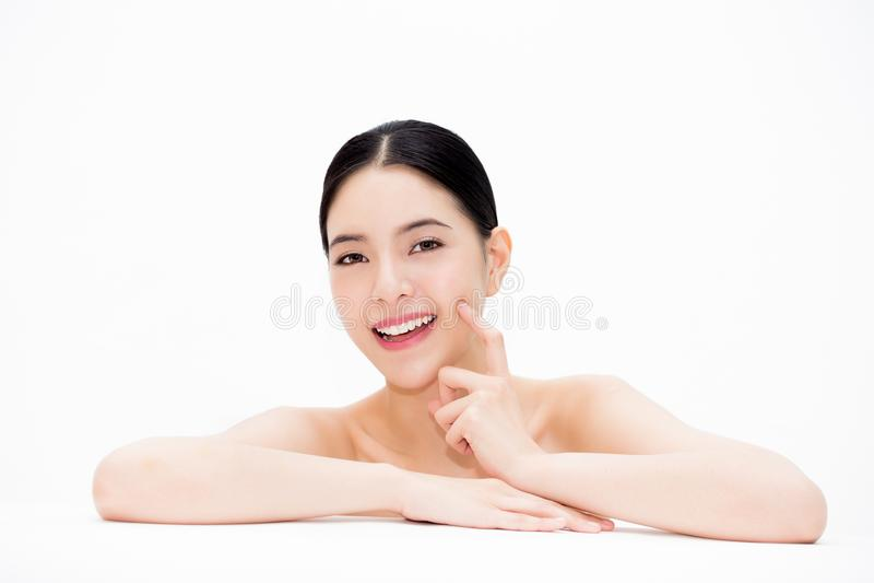 Mulher asiática bonita nova que mostra fora o facia liso e levantando imagens de stock royalty free