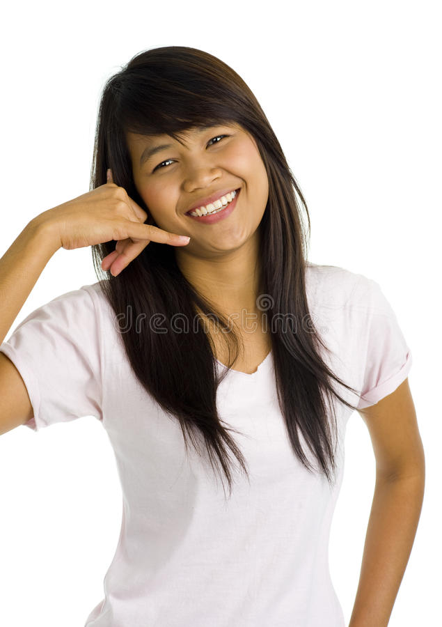 Mulher asiática bonita nova que mostra o sinal de atendimento fotografia de stock