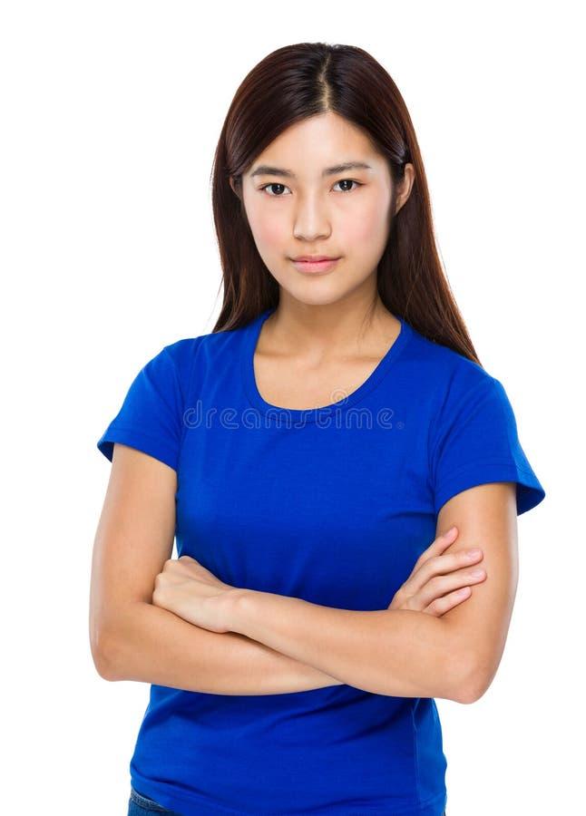 Mulher asiática com o armado cruzado imagem de stock